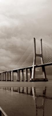 most-w-sepii-i-ocean