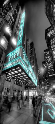 nocna-ulica-w-nowym-jorku-i-budynek-radio-city