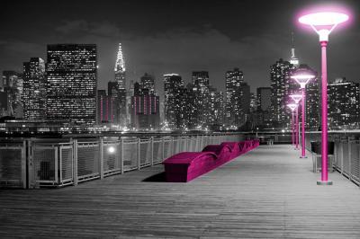 panorama-miasta-w-nocy-i-rozowe-latarnie