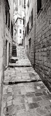 pionowa-uliczka-i-kamienne-schody