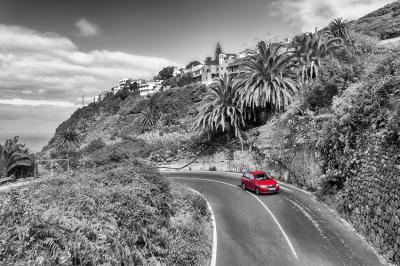 droga-i-czerwony-samochod