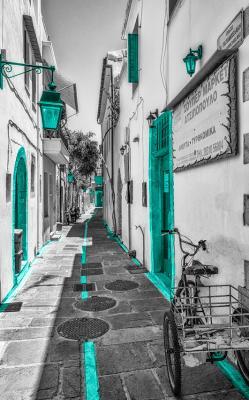 grecka-uliczka-z-turkusem