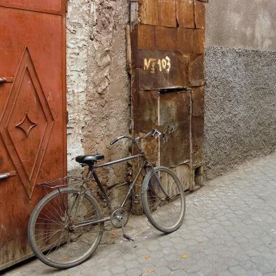 stary-rower-i-drzwi