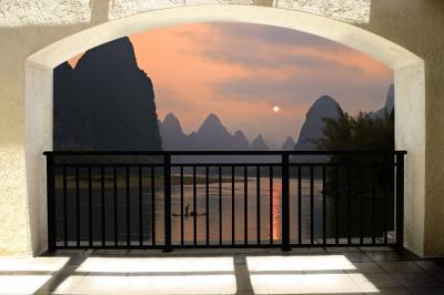 piekny-widok-z-tarasu-na-gorskie-jeziora
