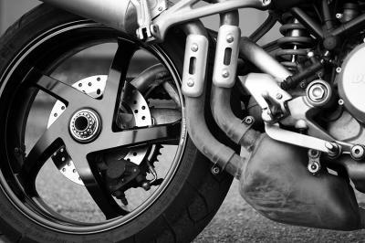 czarno-bialy-motocykl-na-sciane