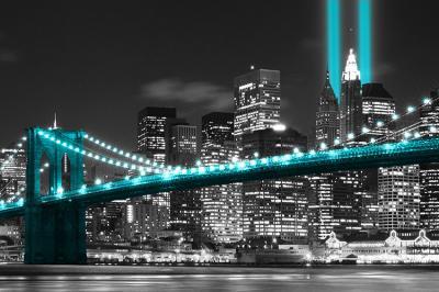 turkusowy-most-brooklinski-i-miasto-w-nocy