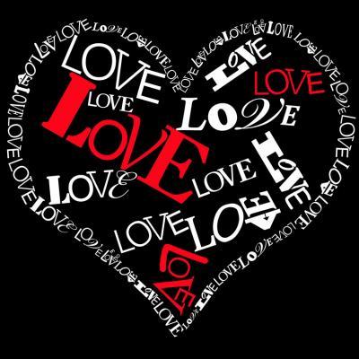 biale-i-czerwone-napisy-love-ulozone-w-serce