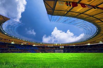 stadion-i-murawa-na-sciane