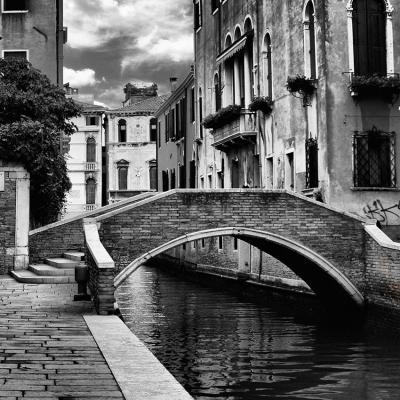 czarno-bialy-most-w-wenecji
