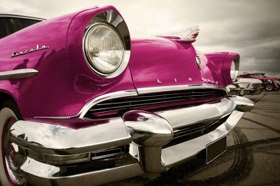 stary-samochod-w-rozowym-kolorze