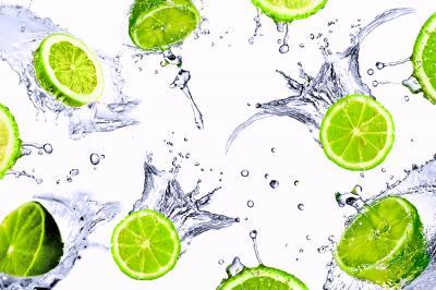 soczyste-limonki-i-krople-wody