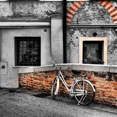 stara-kamienica-i-rower