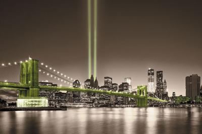 zielony-most-i-miasto-w-sepii