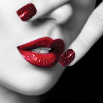 czerwone-usta-i-paznokcie