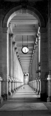 szara-kolumnada