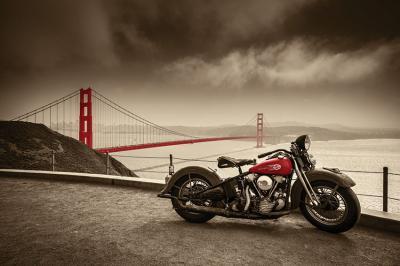 czerwony-motocykl-i-most-golden-gate