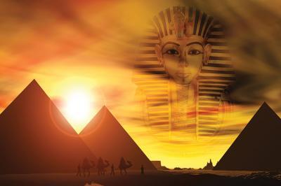 zloty-zachod-slonca-na-pustyni-faraon-i-piramidy