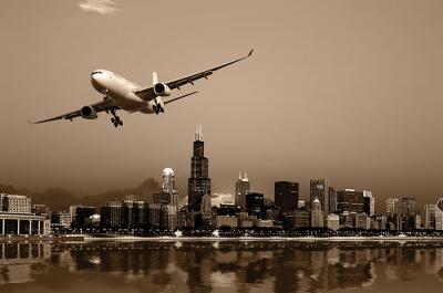 samolot-nad-miastem-w-sepii