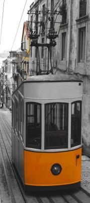 pomaranczowy-tramwaj-w-lizbonie